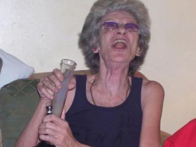 Некоторые бабульки и старички могут дать фору любому подростку, отжечь как