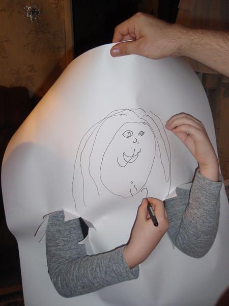 Конкурс рисования на ватмане