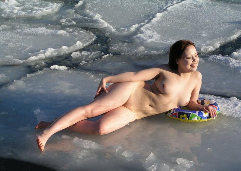 Фото голые женщины купаются