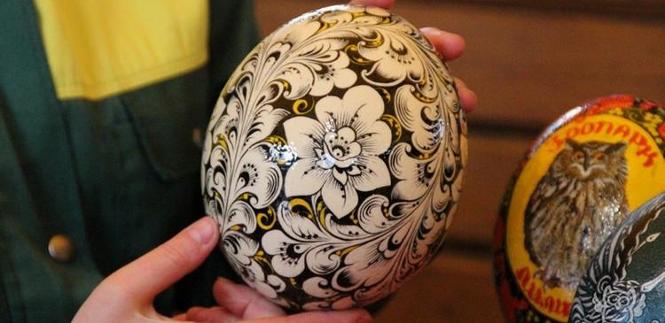 Рисунок на страусином яйце