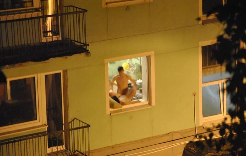 podsmotrennoe-balkon-golie