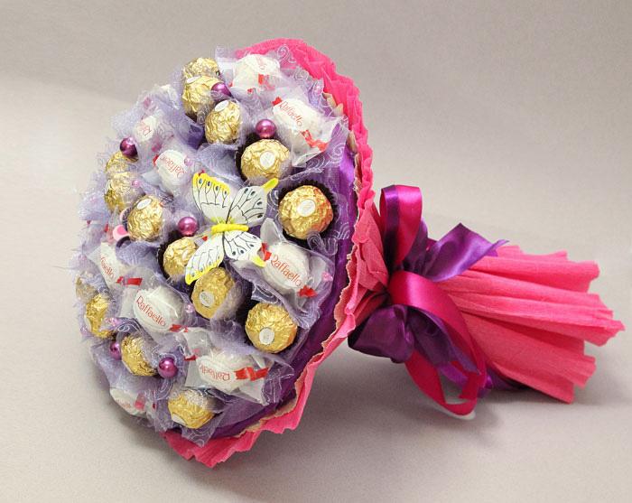 Подарок из конфет букет