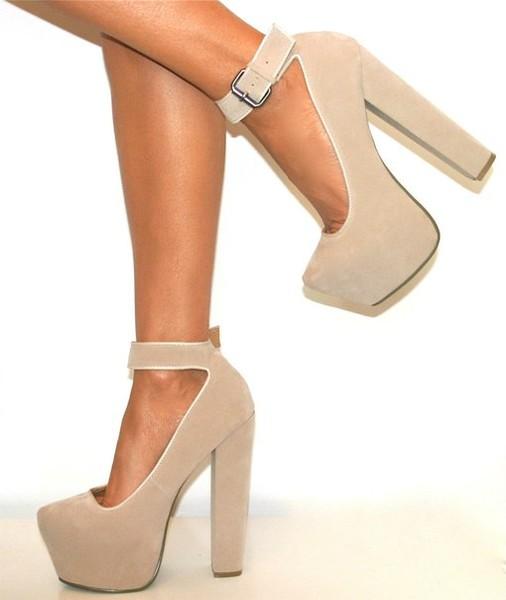 Бежевые замшевые туфли фото