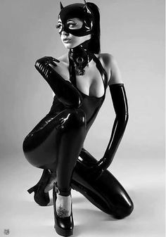 BDSM enthusiast Latex Lucy toying MILF pussy in fetish clothing and hood № 959491  скачать