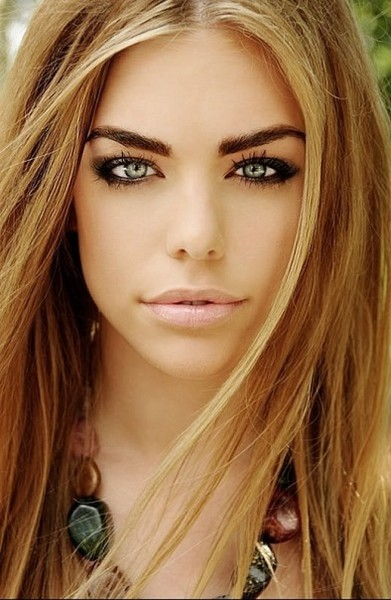Eye makeup for green eyes and blonde hair