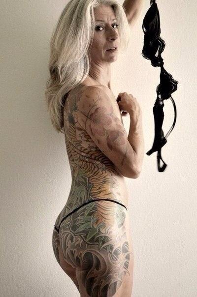 goliy-starik-v-tatuirovkah-foto