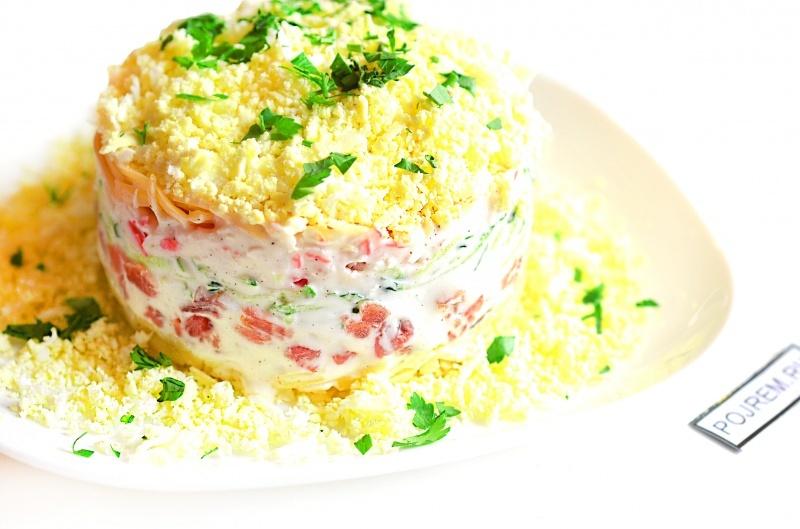 Салат из соленой красной рыбы фото
