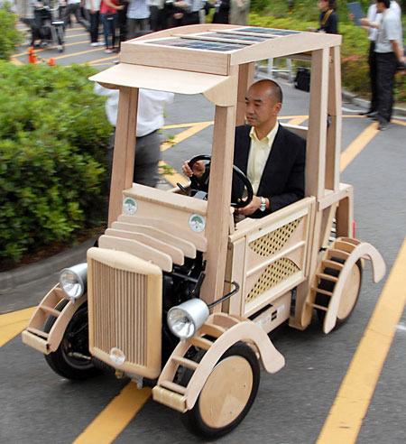 Машина из дерева для детей фото