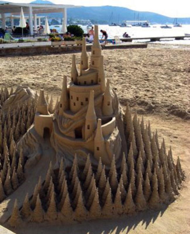 Ответы@Mail.Ru: Построила замок из песка.