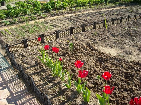 Поделки для сада и огорода своими руками - из бутылок, шин