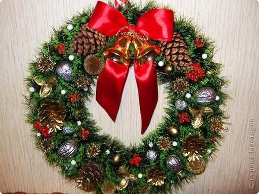 Венок новогодний своими руками чем украсить