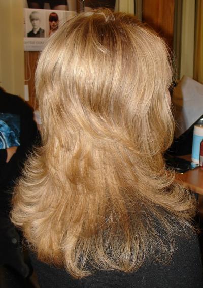 Стрижка каскад на средние волосы дома
