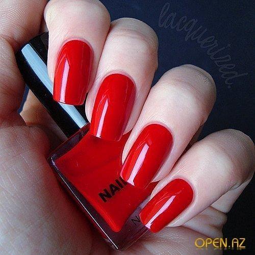 Алый цвет ногтей