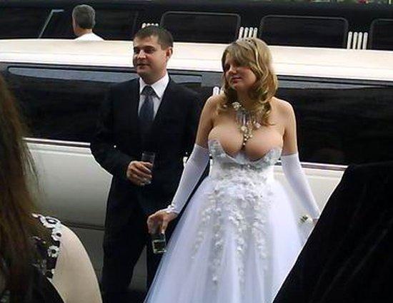 Трах на свадьбе с задранным платьем