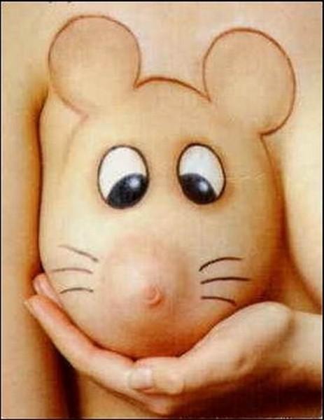 Рисунок мышка на грудях