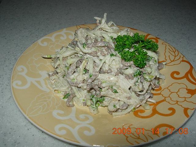 Салаты с мясом и жареным луком