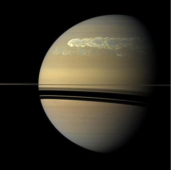 Новые фото шестиугольника Сатурна (Гигантский гексагон). Рождения новой лу