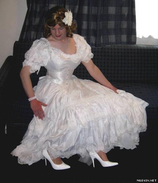 svadebnoe-plate-dlya-transvestitov