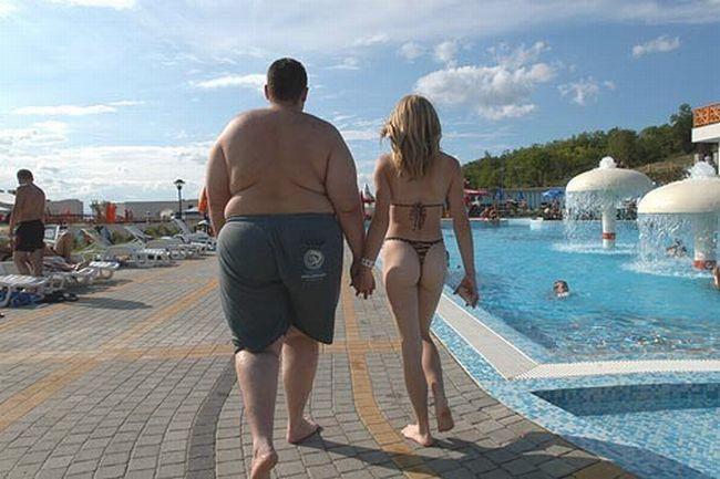 foto-goloy-devushki-v-parke