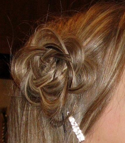 Как сделать цветочек из волос на голове