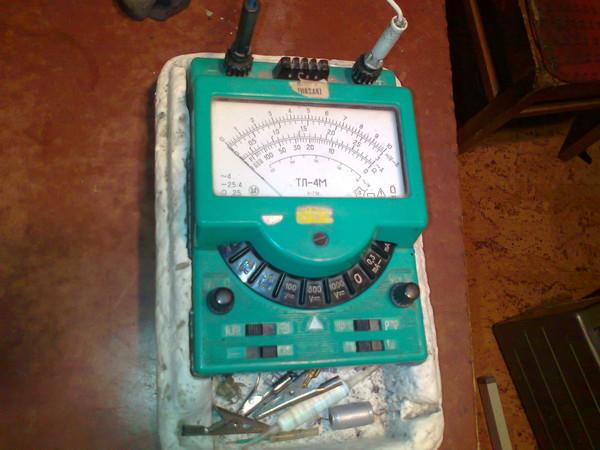 Как измерить напряжение в розетке с помощью ампервольтомметра ТЛ-4М.