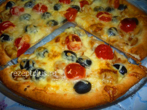 Пицца из слоеного теста с грибами и колбасой рецепт