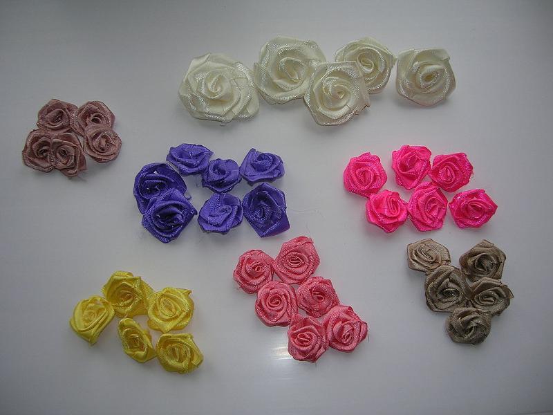 Маленький цветок из атласных лент своими руками 463