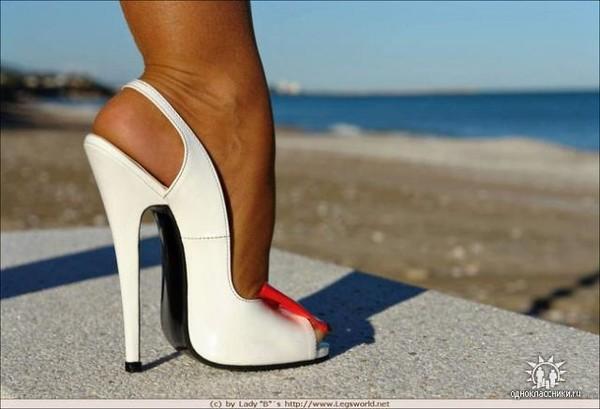 Облизывание женской обуви фото
