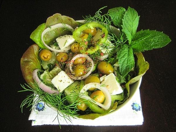 Листья салата рвут а не режут