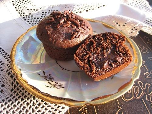 Рецепт шоколадных маффинов с шоколадом внутри