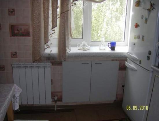 Хрущевка дизайн холодильника под окном
