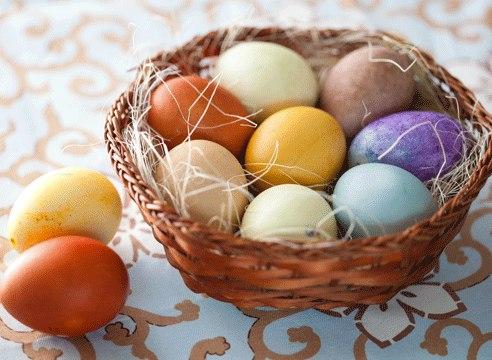 Как и чем покрасить яйца на пасху