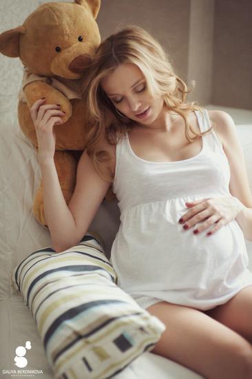 Картинка беременной блондинки