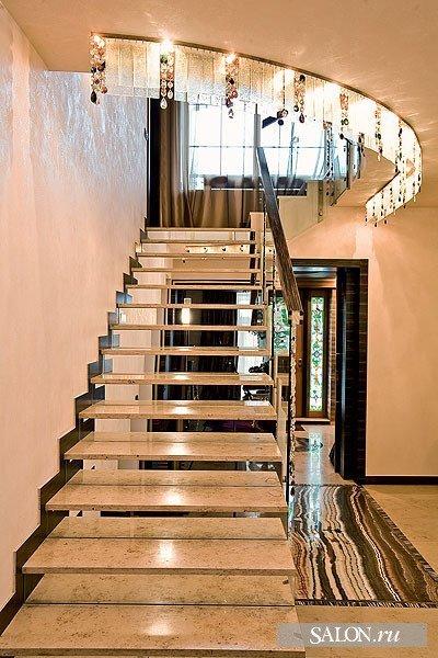 Дизайн лестниц на второй этаж на улице