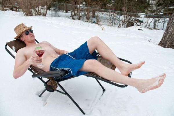 golie-lyudi-zimoy