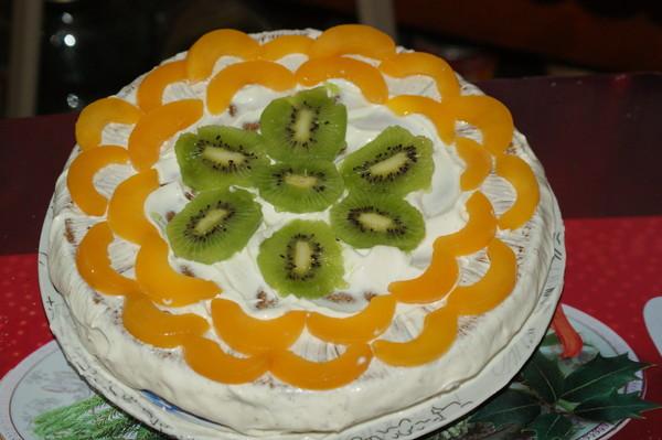 Торт с фруктами из готовых коржей рецепт фото