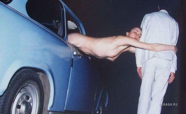 Пьяная в машине раздевается до гола  663918