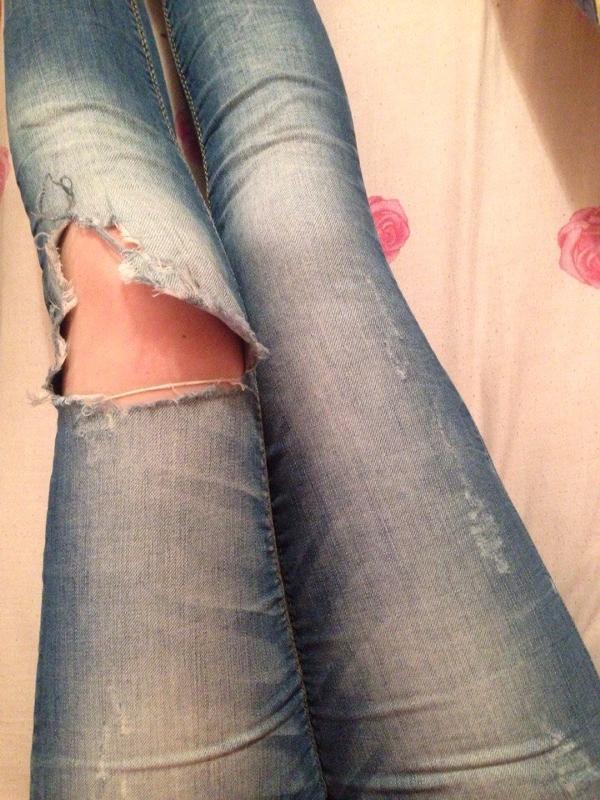 Как сделать дырки на коленях