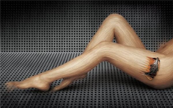 foto-muzhchin-s-britimi-nogami-i-bikini