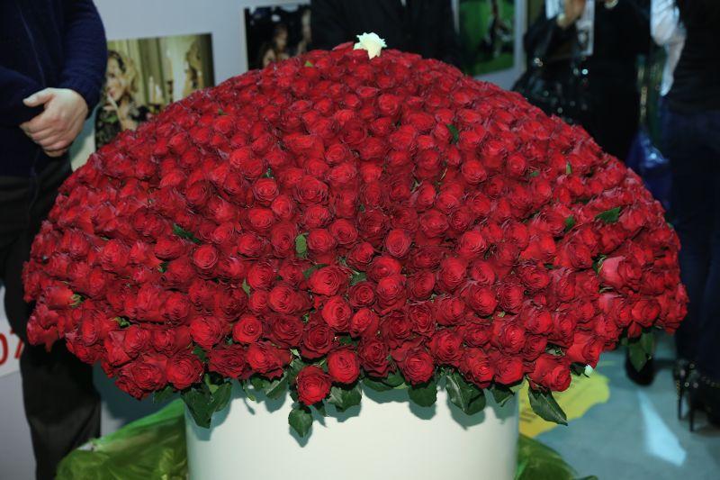 Цветы розы 1000