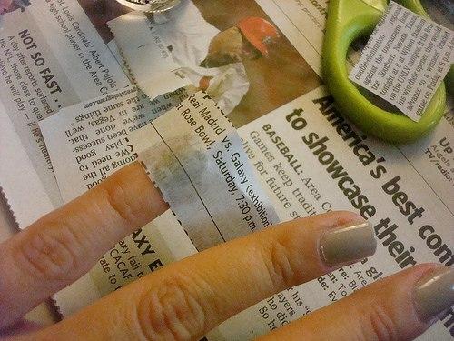 Как сделать маникюр с помощью газеты без спирта видео