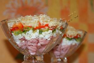 Салат ветчина с сыром болгарским перцем