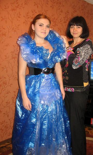 Фото как сделать платье из мусорных пакетов своими руками