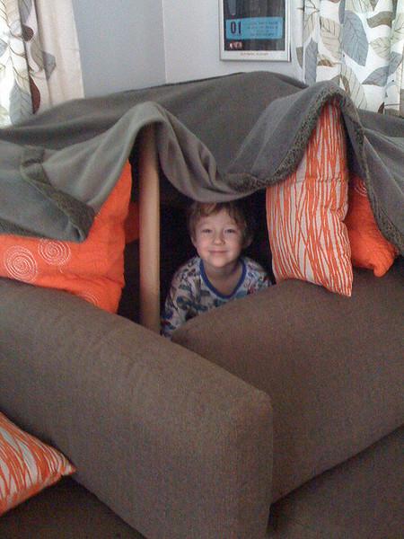 Как сделать домик из подушек для двоих