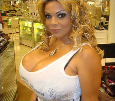 Обладательницей самой большой силиконовой груди в мире стала 32-х летняя Ше