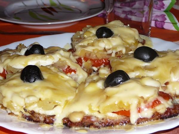 Свинина с ананасом и сыром в духовке рецепт