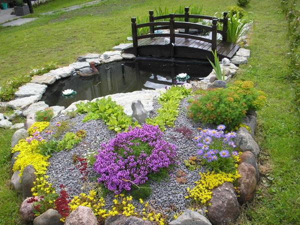 Альпийская горка для цветов фото