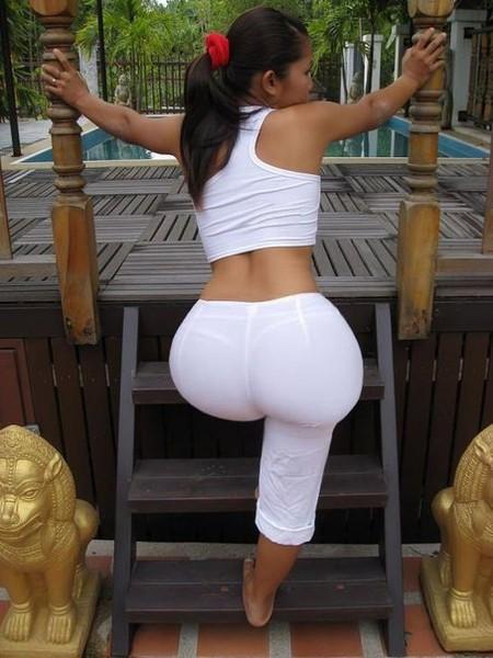 Bodybuilder babe revealing big tits before freeing phat ass from yoga pants № 678484 загрузить