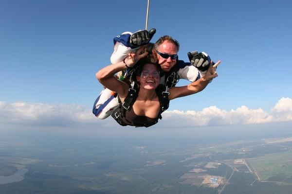 Голая девушка с парашютом фото 171