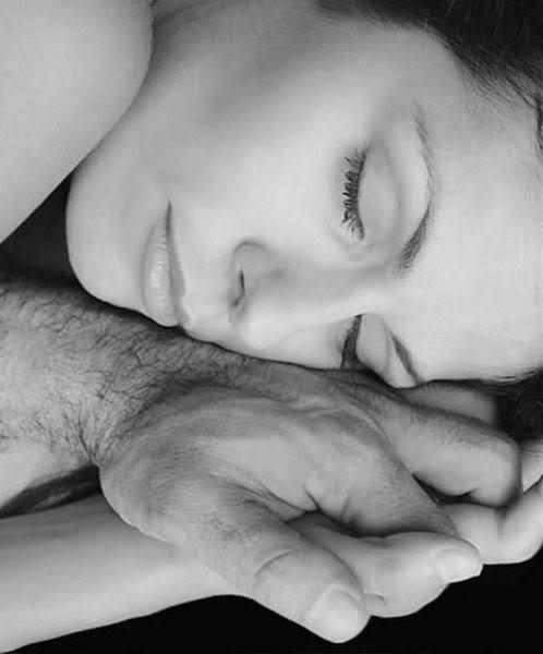 Во сне есть со своей руки